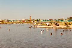湖SolIletska的度假者 库存照片