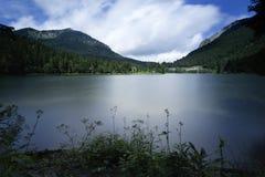 湖Spitzingsee在巴伐利亚,德国 免版税图库摄影