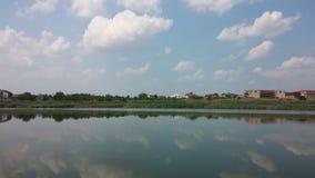 湖Straulesti -镜子视图 免版税图库摄影