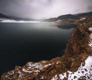 湖Tbisi在乔治亚,高加索 时数横向季节冬天 库存图片
