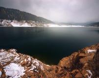 湖Tbisi在乔治亚,高加索 时数横向季节冬天 库存照片
