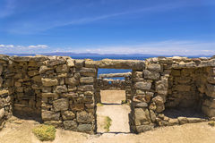 湖Titikaka和古老废墟 库存照片