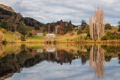 湖Tutira在秋天 霍克的海湾 新西兰 免版税图库摄影