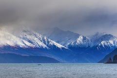 湖wanaka有雾和多云气候多数普遍的旅行的d 图库摄影