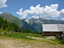 从湖Wirpitchsee的奥地利阿尔卑斯外型 免版税图库摄影