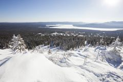 湖Zuratkul看法从山脉的 33c 1月横向俄国温度ural冬天 免版税库存图片