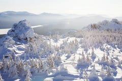 湖Zuratkul看法从山脉的 33c 1月横向俄国温度ural冬天 免版税库存照片