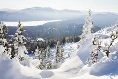 湖Zuratkul看法从山脉的 33c 1月横向俄国温度ural冬天 库存照片