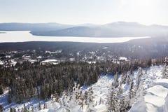 湖Zuratkul看法从山脉的 33c 1月横向俄国温度ural冬天 库存图片