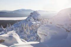 湖Zuratkul看法从山脉的 33c 1月横向俄国温度ural冬天 图库摄影