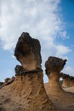湾里区、新北市、台湾Yehliu Geopark和摆尾蘑菇型岩石奇怪的岩石风景 免版税库存照片