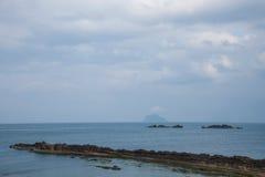 湾里区,新北市,台湾Yehliu Geopark大屯山陆岬推出的海 免版税库存照片