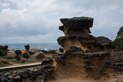 湾里区,新北市,台湾Yehliu Geopark奇怪的岩石风景 库存图片