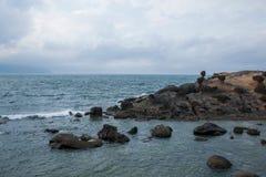 湾里区,新北市,台湾Yehliu Geopark奇怪的岩石风景 库存照片