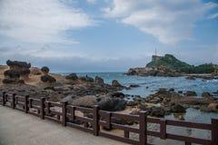 湾里区,新北市,台湾Yehliu Geopark蘑菇型岩石奇怪的岩石风景 库存图片