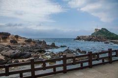 湾里区,新北市,台湾Yehliu Geopark蘑菇型岩石奇怪的岩石风景 免版税库存照片