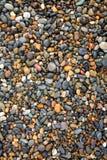 湿五颜六色的石头 免版税库存照片