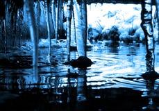 湿冷的冰柱 免版税库存照片
