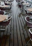 湿咖啡馆的路面 免版税库存照片