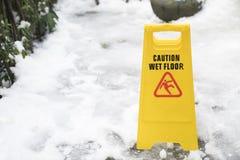 湿地板的警报信号 库存图片
