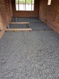 湿混凝土在铁丝网钢增强倾吐 免版税库存图片