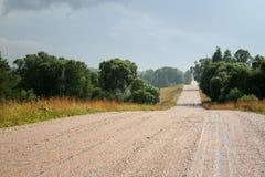 湿的乡下公路 库存照片