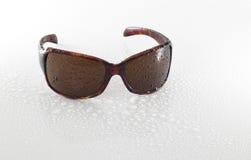 湿的太阳镜 库存图片