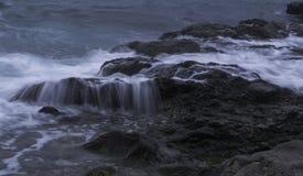 湿的岩石 免版税库存照片