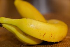 湿的香蕉 免版税库存图片
