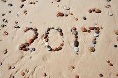 湿石头的数字在沙子海滩的2017年 免版税库存图片