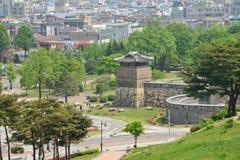 水源,韩国- 2014年5月02日:Suw西北观测塔  库存照片