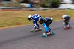 溜冰板者下坡SpeedBlur 免版税库存照片