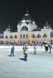 溜冰者在城市公园溜冰场,布达佩斯 免版税图库摄影