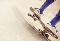 溜冰者接近  免版税库存照片