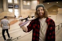溜冰者摆在 免版税图库摄影