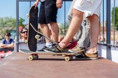溜冰者的腿特写镜头  免版税库存图片