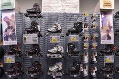 溜冰鞋在商店 免版税库存图片