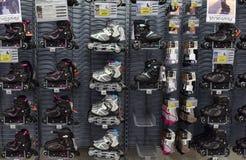 溜冰鞋在商店 免版税图库摄影