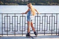 溜冰鞋的女孩 库存照片
