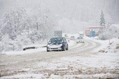 溜滑冬天公路状况 库存图片