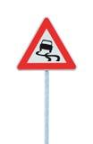 溜滑,当湿路标、被隔绝的路标杆岗位和交通标志 库存照片