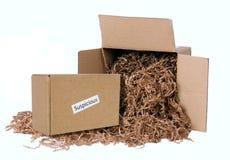溢出在箱子外面的一个可疑和危险包裹 库存照片