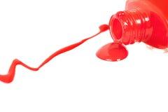 溢出的指甲油红色 查出在白色 库存图片