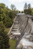 溢出的看法在一个石水电厂附近的 图库摄影