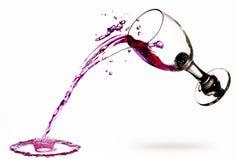 溢出的红葡萄酒 图库摄影
