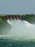 溢洪道开放在加纳的Akosombo水坝 库存照片