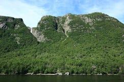 溪西部峭壁的池塘 免版税图库摄影