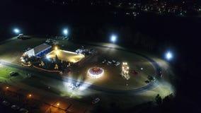 滑冰冬天村庄的鸟瞰图,支架乘驾,娱乐 股票录像