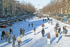 滑冰在阿姆斯特丹荷兰在冬天 免版税库存图片