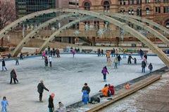 滑冰的多伦多市政厅 免版税库存图片